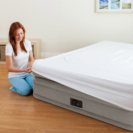 Prime Comfort Elevated Queen Airbed with Built-In Pump Everyone is a sleep expert these days. Skip the counting sheep and fancy breathing methods and get a good night of sleep, courtesy of the Prime Comfort Elevated Queen Airbed with Built-In Pump.  That saying about  sleeping on a cloud , well they coined that after experiencing the luxuriously comfortable fibers of this mattress. Thanks to the lightweight, double-layered construction, this mattress will give you an unmatched amount of durability and comfort. It's lightweight in nature and easily portable like other air beds, but what's different is the built-in air pump and the care it was crafted with.  Taking a top-down approach, this airbed is incredibly soft thanks to the enhanced soft, fleece flocked top. What does that mean? Well, it means it's going to be crazy comfortable. Best of all, it comes with a built-in air pump so you can properly deflate, pump it up, or tailor it to your firmness preferences whenever you want.  Become the expert on catching zzz's and start getting a better night's sleep with this incredibly comfortable airbed.